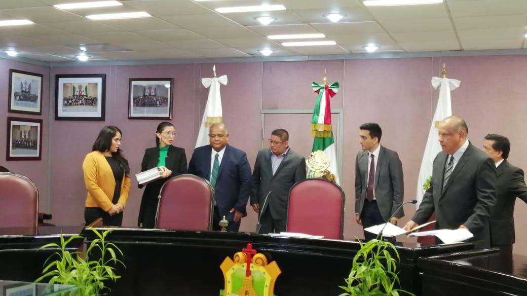 Entregan Primer Informe de Cuitláhuac García