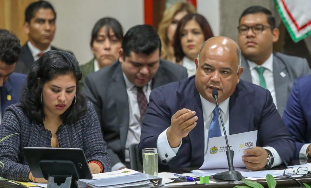 Libro de Erick Cisneros opaca comparecencia de Segob ante diputados