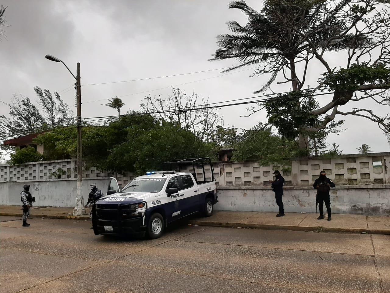 Hallan cadáver oculto en instalaciones abandonadas de Pemex, en Coatza