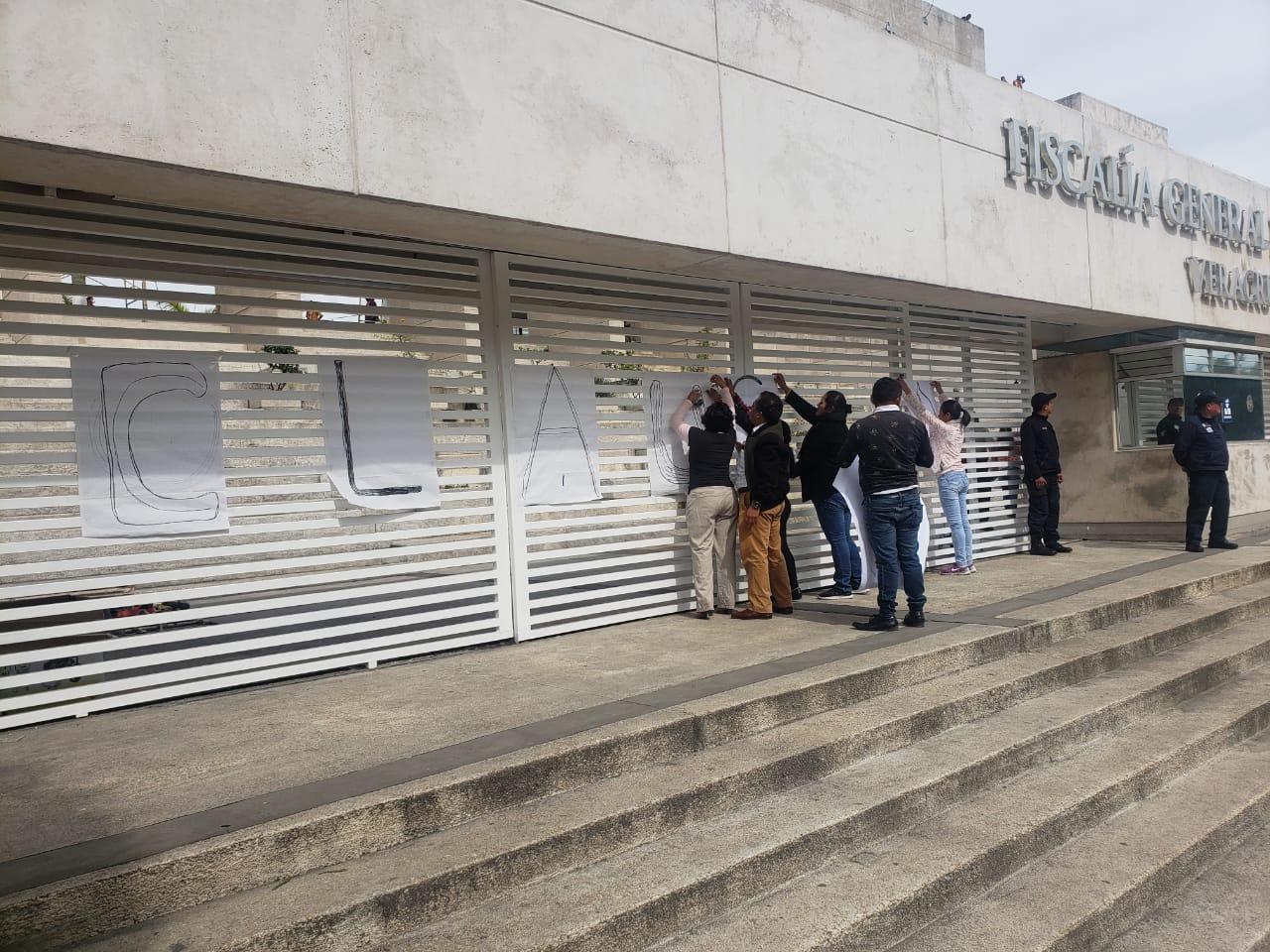 Protestan amigos de jóvenes poblanos desaparecidos en Veracruz