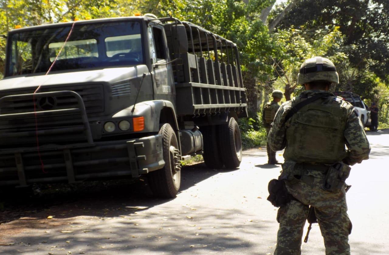 Playa Vicente, asolado: Abandonan a dos hombres acribillados en carretera