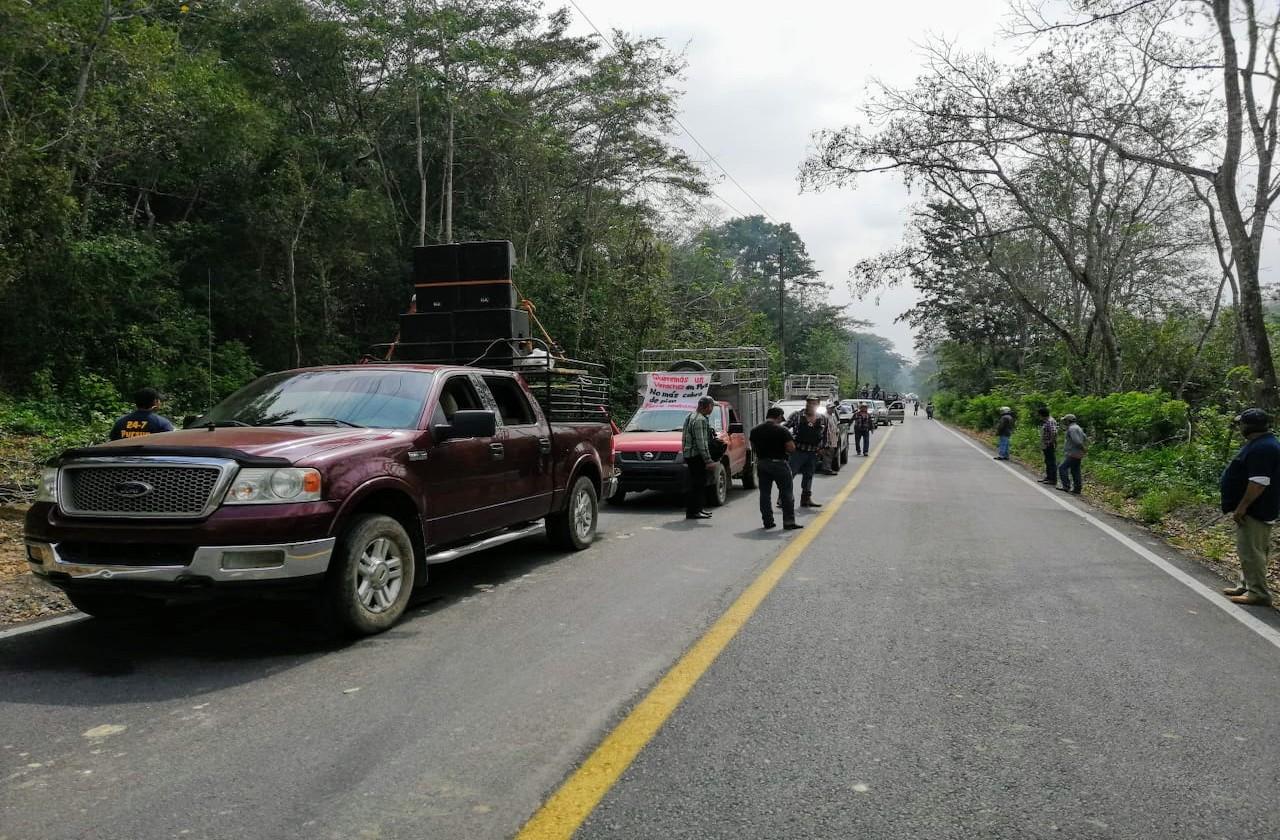 Con más de 600 vehículos, autodefensas encabezan caravana en el sur de Veracruz
