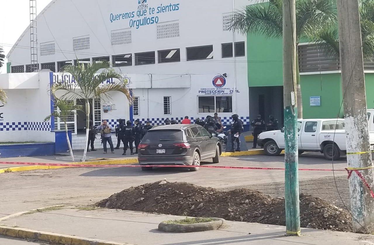 Civil es herido por comando armado, en Atoyac