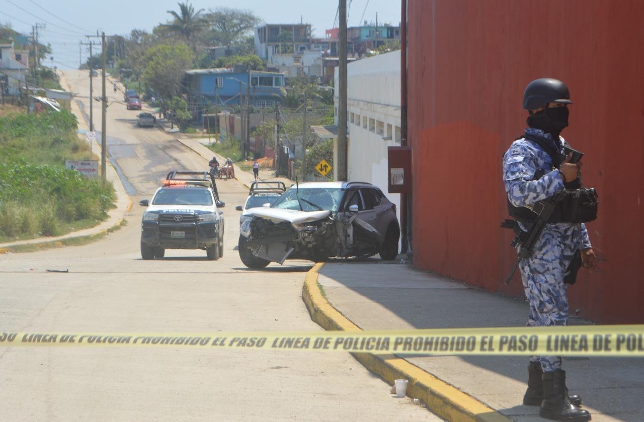 Tras persecución y choque, detienen a dos en Coatza