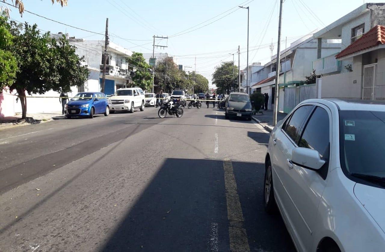 En enfrentamiento, escoltas evitan asalto a cuentahabiente bancario en Veracruz