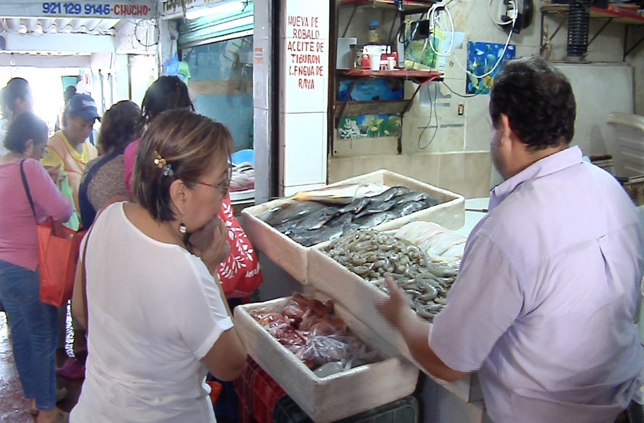 Aumenta venta de mariscos en Coatza; no respetan sana distancia