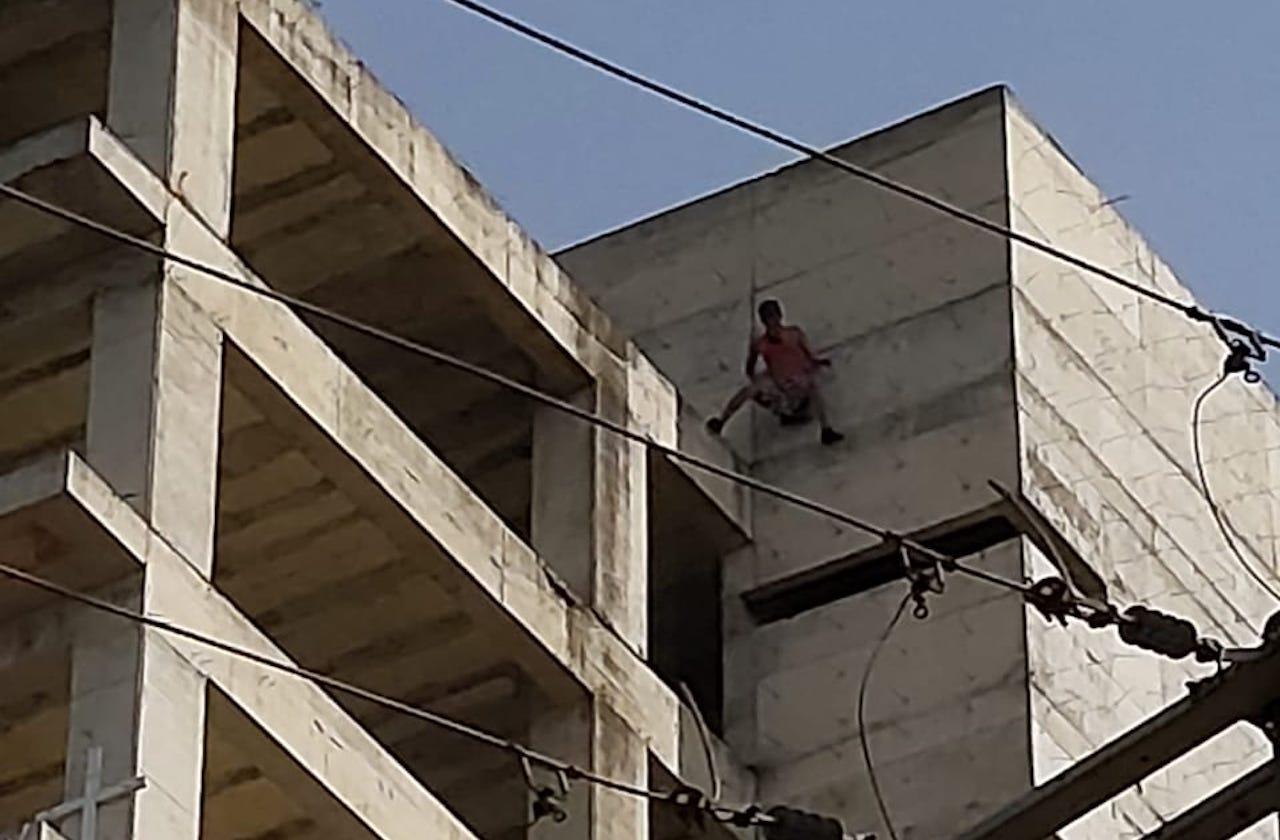 Joven intentó suicidarse por segunda vez en edificio de Xalapa