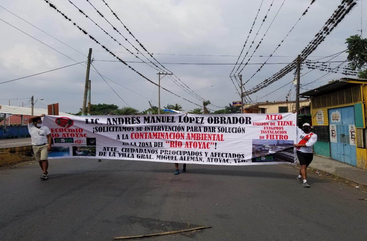 Enardecidos por ecocidio, protestan pobladores en Atoyac