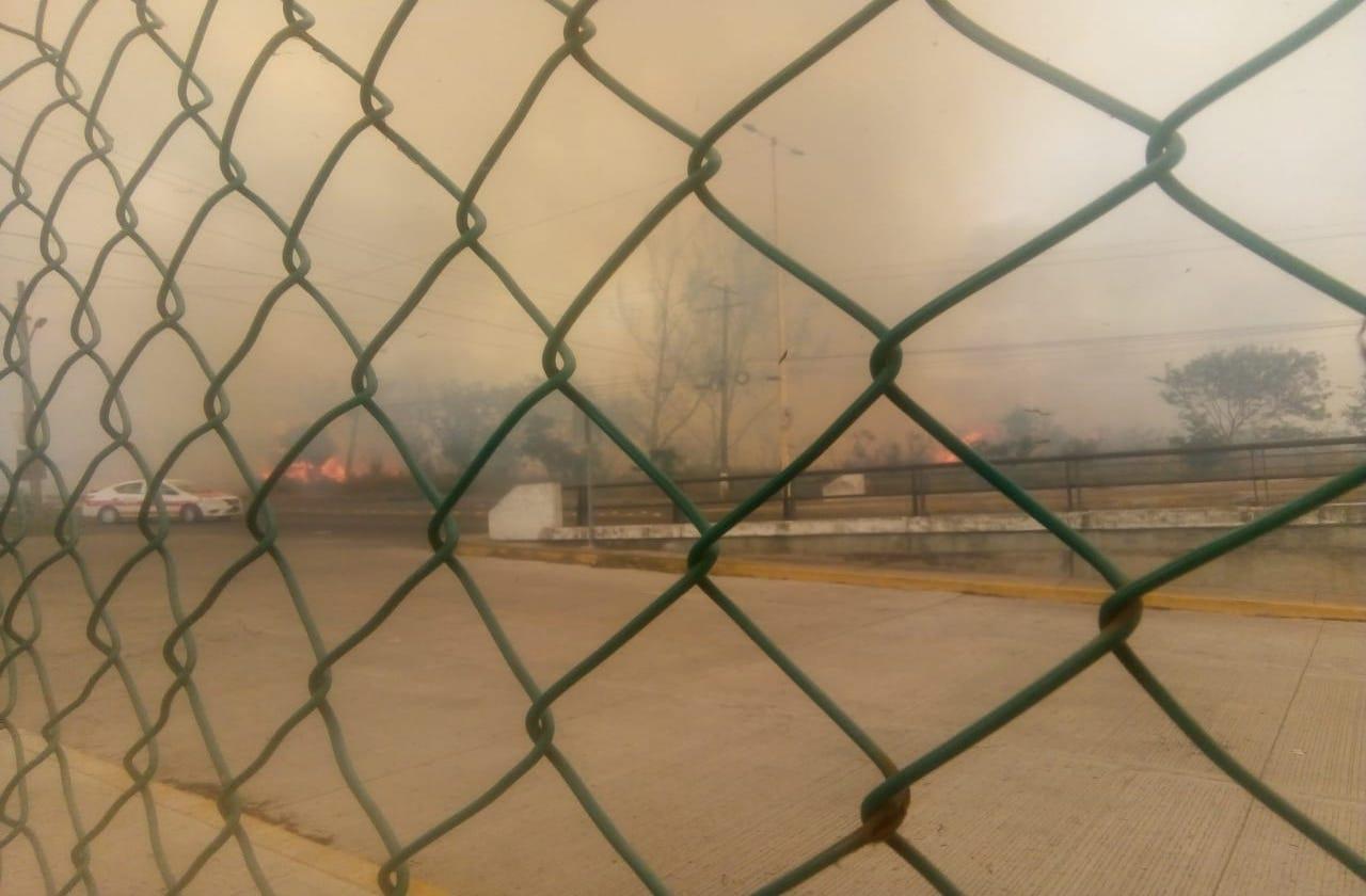 Liquidan incendio de pastizal en carretera Veracruz-Medellín