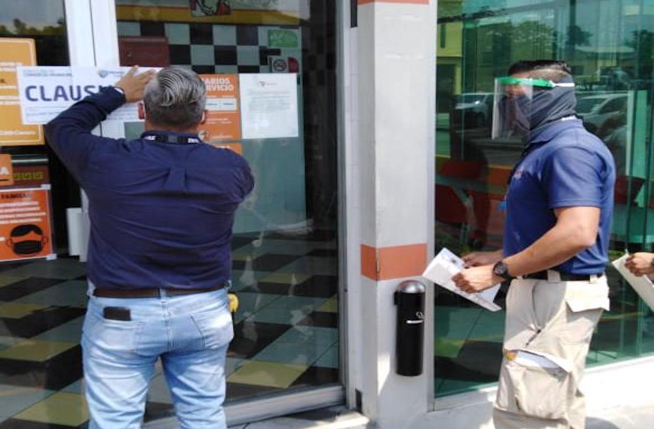 Ayuntamiento clausura Little Caesars de Veracruz puerto