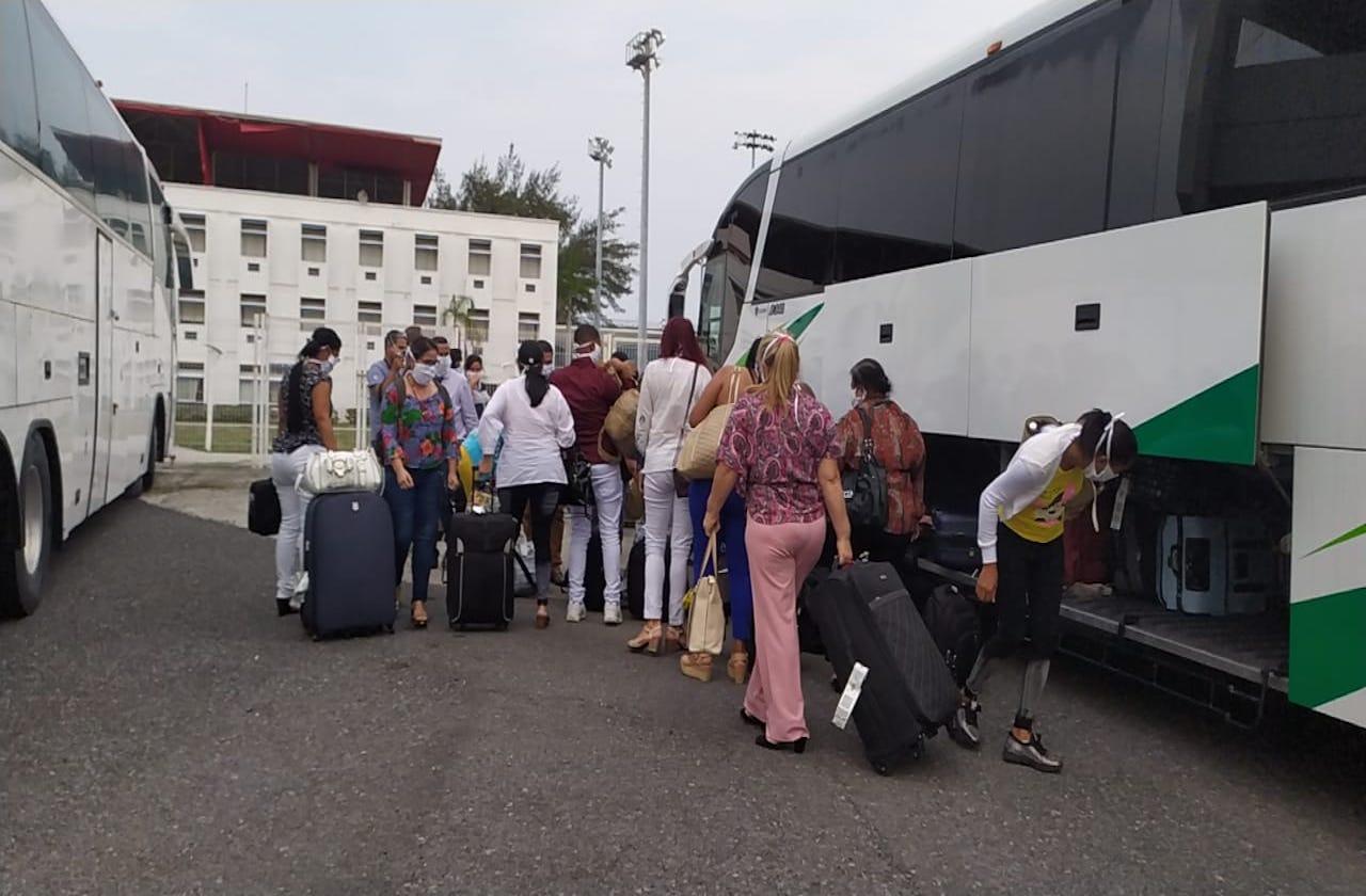 Médicos cubanos llegan a Veracruz para combatir covid-19