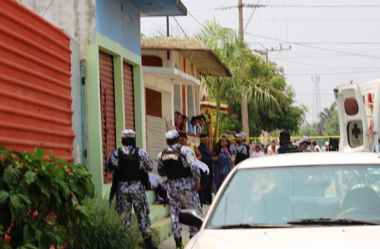 Sujetos armados atacan a balazos a hojalatero de Coatza