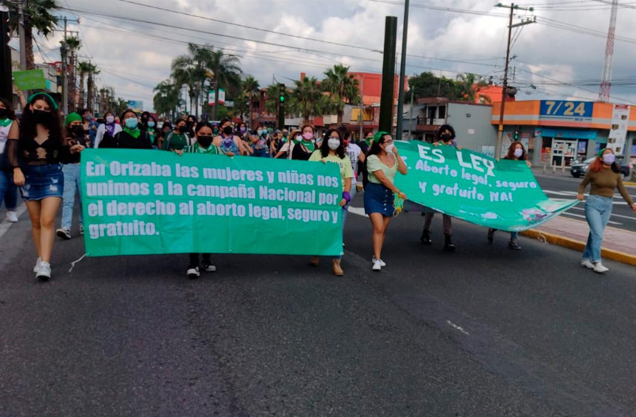 Con marcha, feministas de Orizaba festejan legalización del aborto