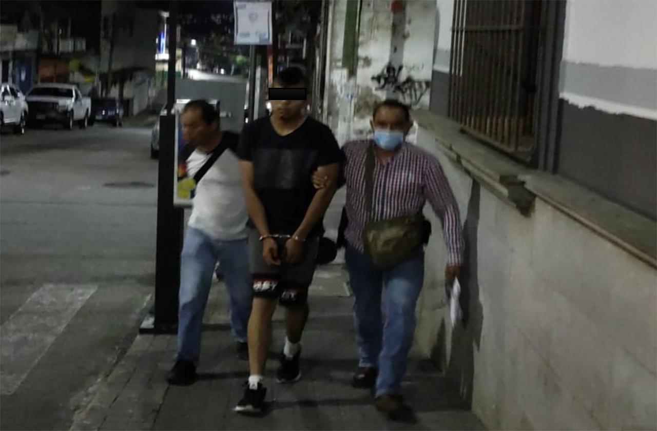 Vinculan a proceso a joven que asesinó a su padre en Córdoba