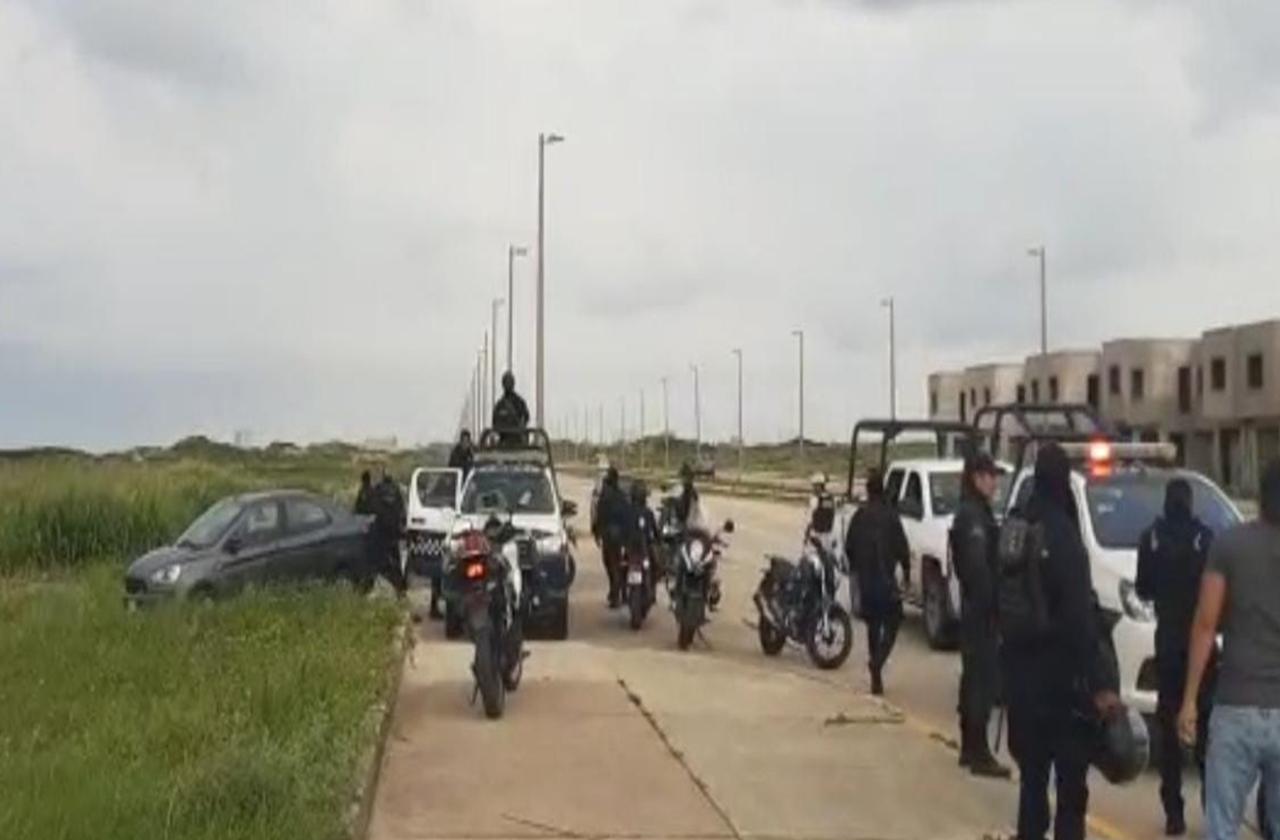 Rescatan a mujer dentro de cajuela de automóvil en Coatza