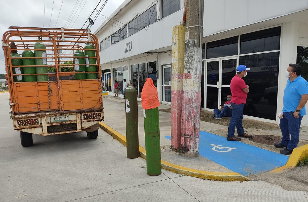 5 horas por un tanque de oxígeno, espera agónica en el sur de Veracruz