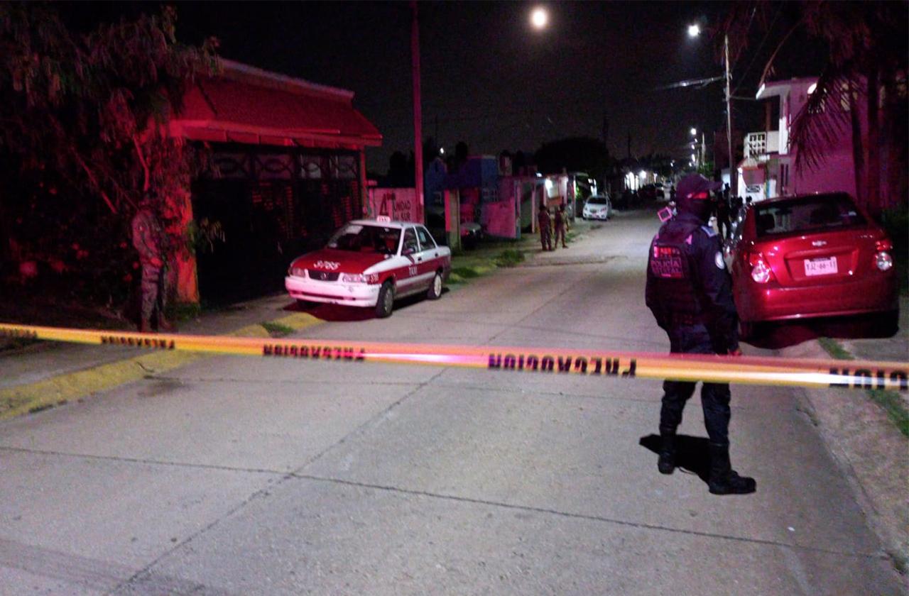 Hombre es asesinado a balazos en boulevard de Coatza