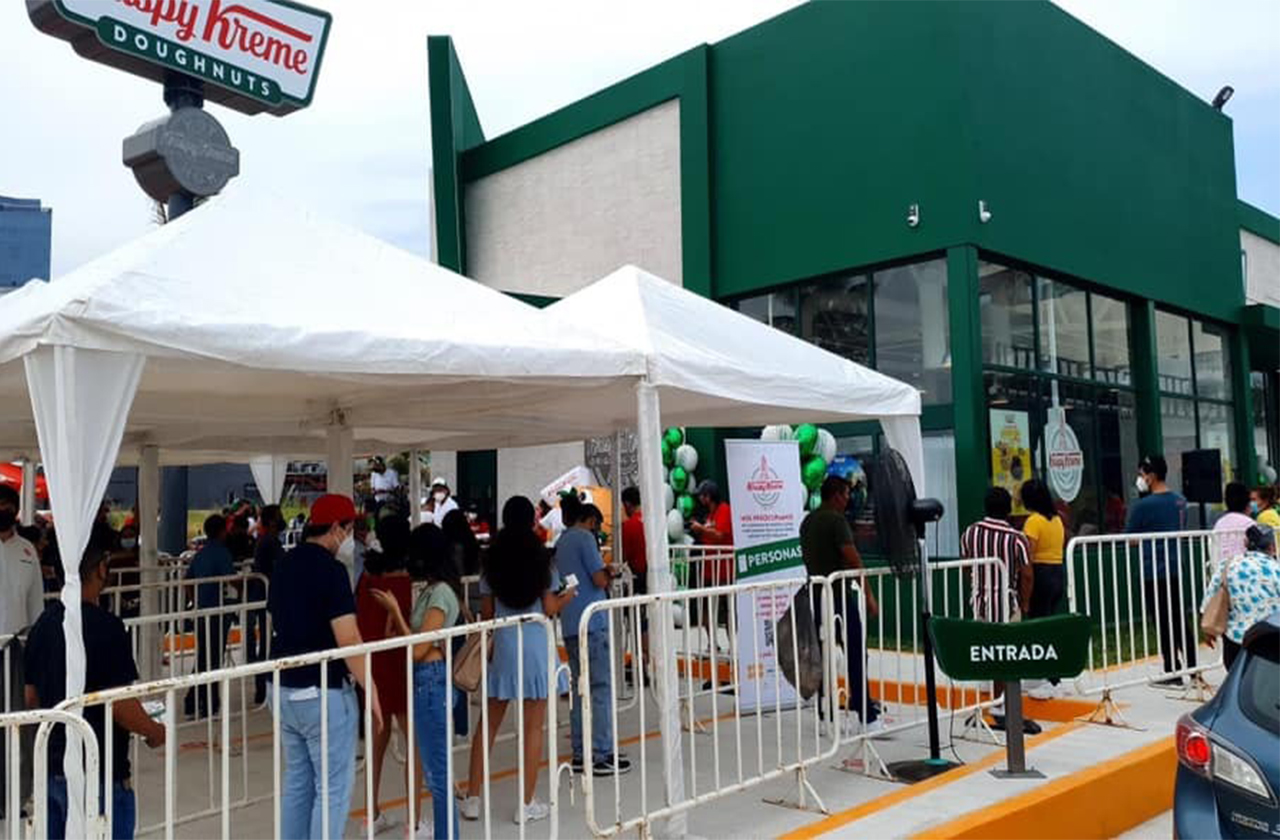 Abarrota el Krispy Kreme de Boca del Río durante inauguración