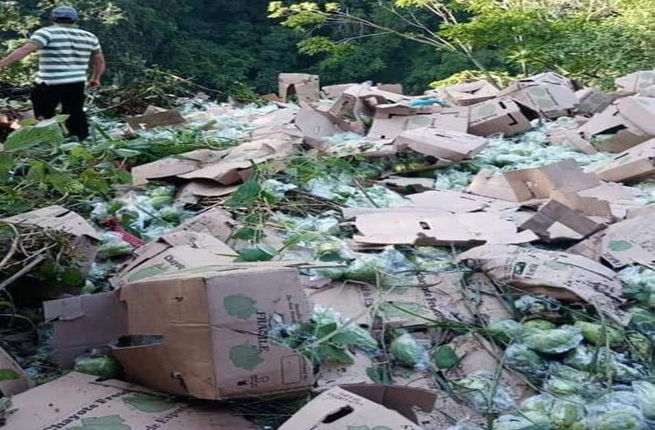 Muere chofer de camión tras caída a 100 metros en Huatusco