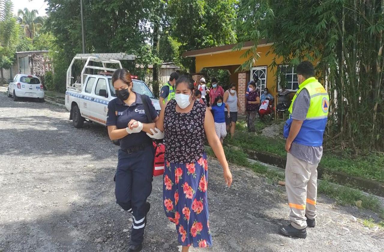 Auxilian a familias de comunidad de Córdoba por intoxicación