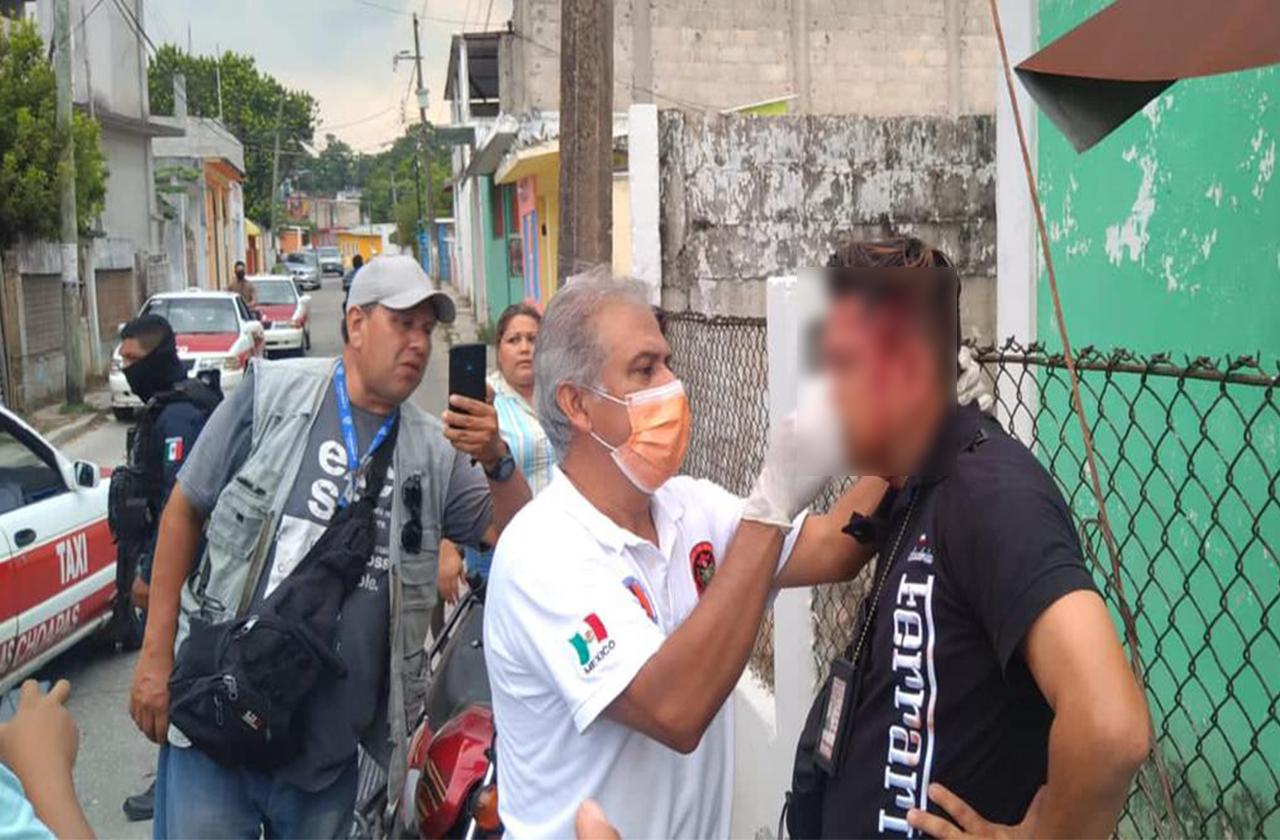 Tras accidente, policía golpea a reportero de Las Choapas