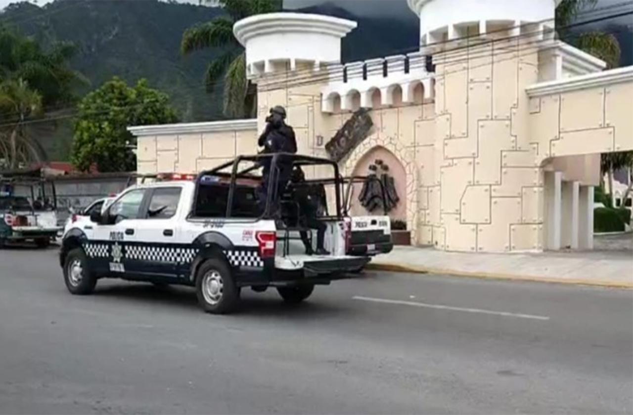 Presuntos roba tráileres y policías se enfrentan en Río Blanco
