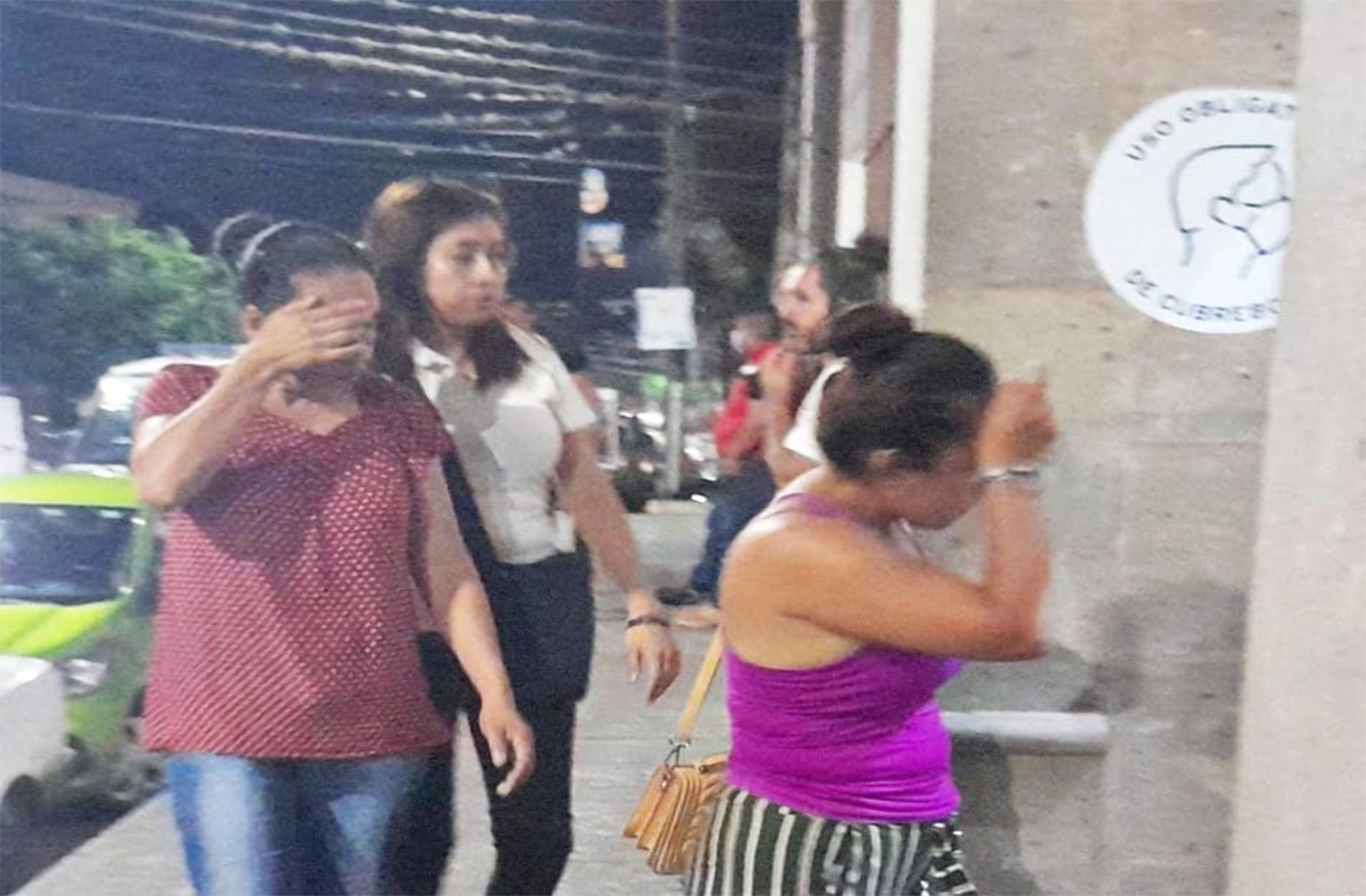 Suegra y nuera son detenidas por agredir a policías en Fortín