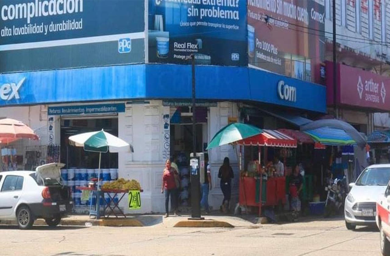 CFE corta energía a negocios de Coatza en ausencia de sus dueños