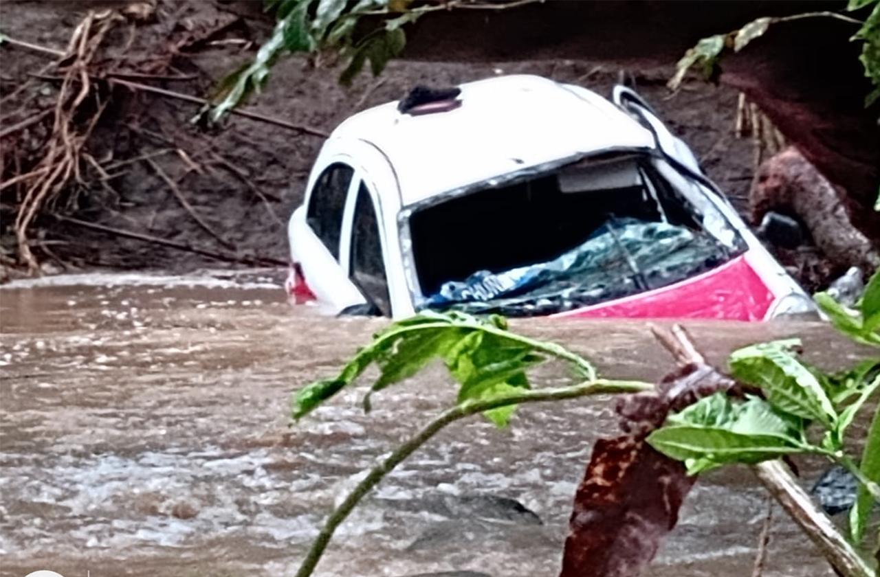 Marvin murió en un taxi en San Andrés, fue arrastrado por el río