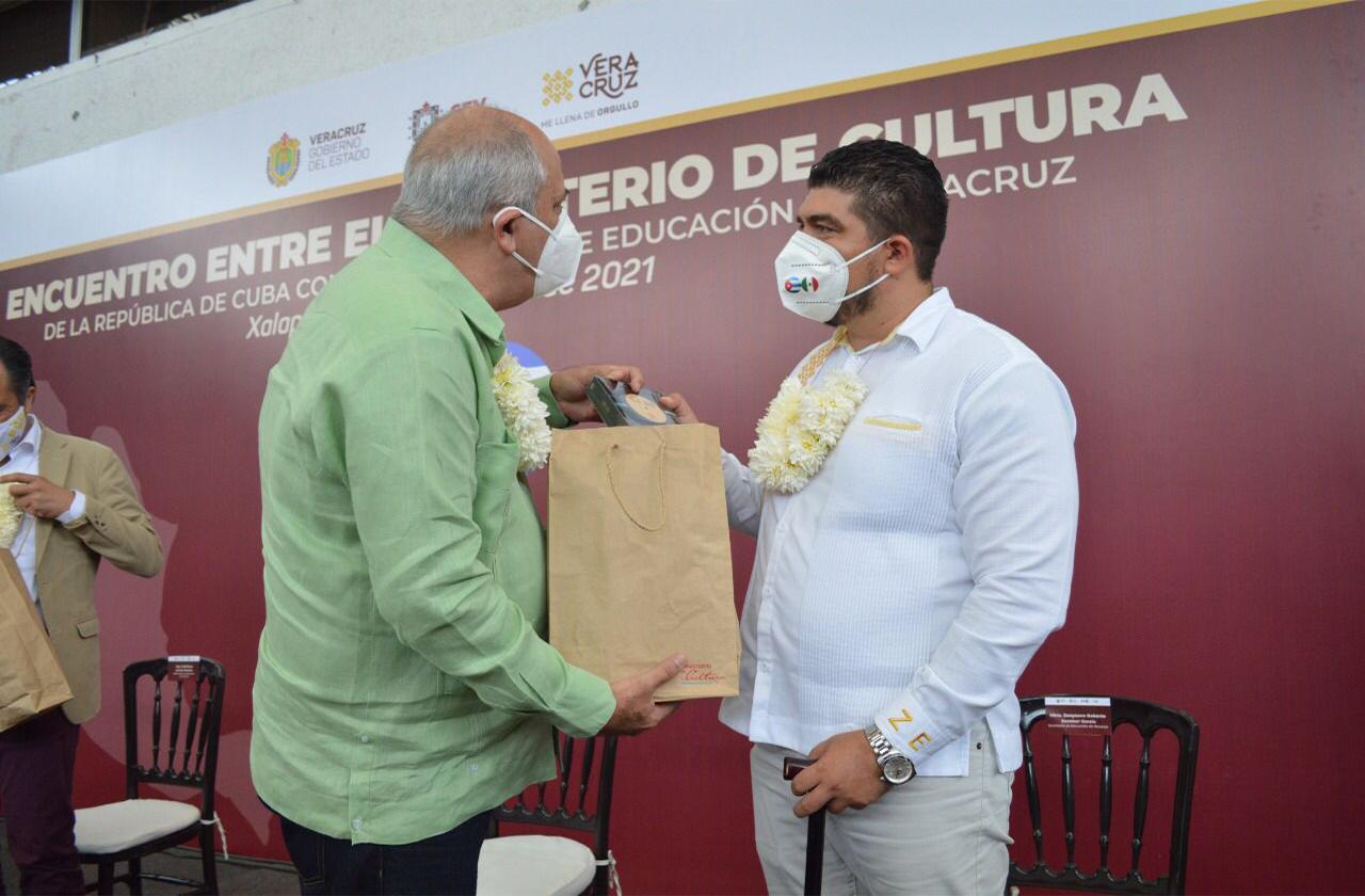 Consolida SEV colaboración por la cultura y educación con Cuba