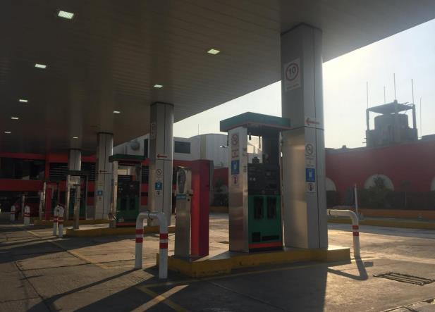"""4T presume gasolineras baratas, pero algunas son """"fake"""""""