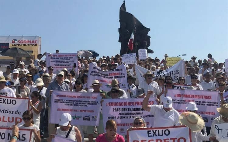 Con manifestación reclaman a AMLO por inseguridad, recortes en salud y falta de empleo
