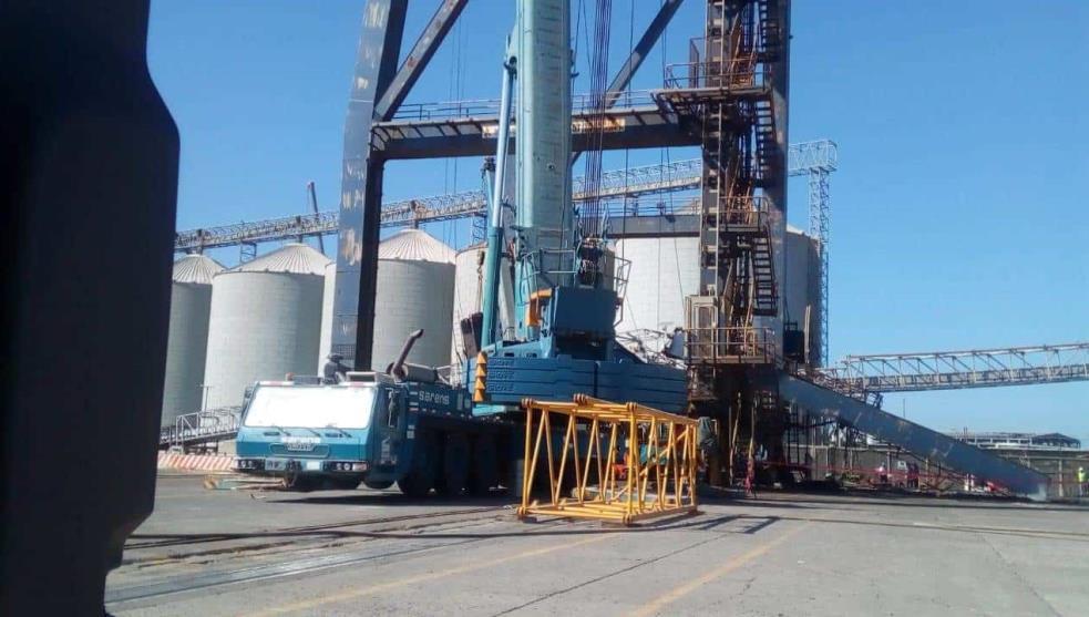 Colapsa grúa en puerto de Veracruz, hay tres muertos