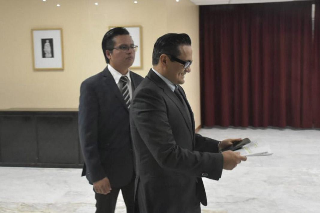 Diputados insisten en debatir por la salida de Jorge Wincker