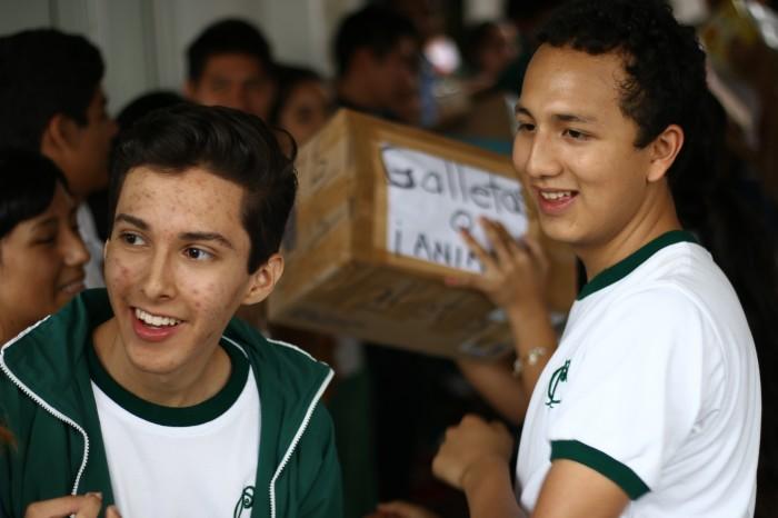 Jóvenes voluntarios en Xalapa apoyan en centro de acopio de la Cruz Roja