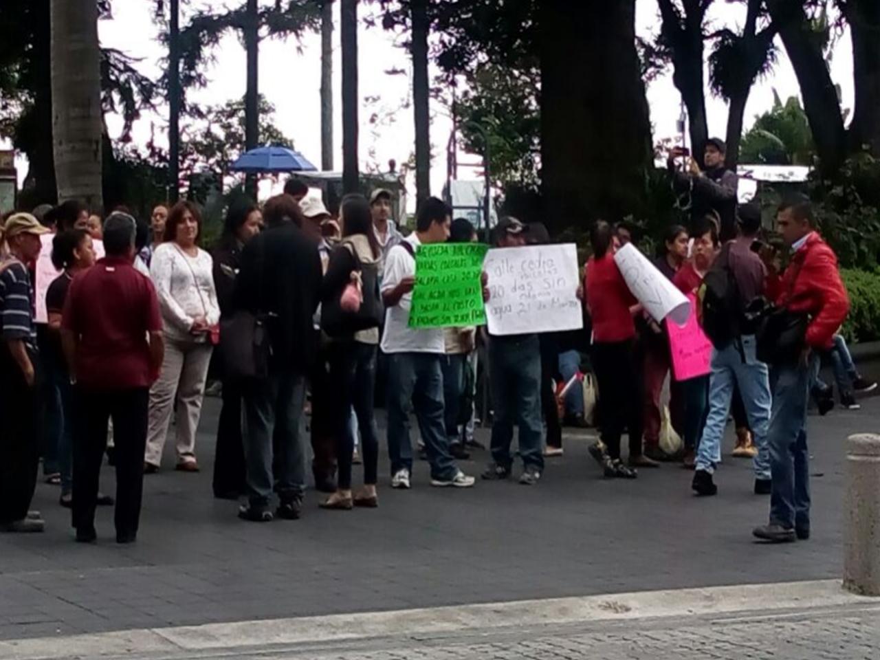 Ciudadanos denuncian desabasto de agua desde hace 20 días en Xalapa