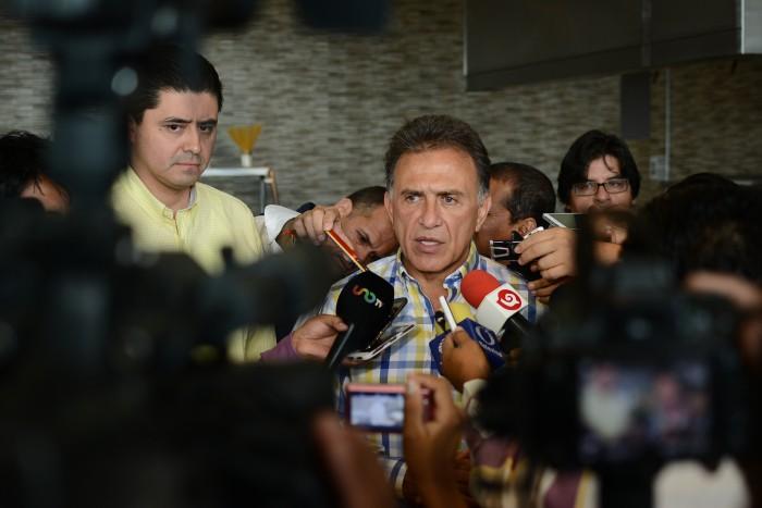 #1erInforme: ocho desencuentros de Yunes Linares con la prensa