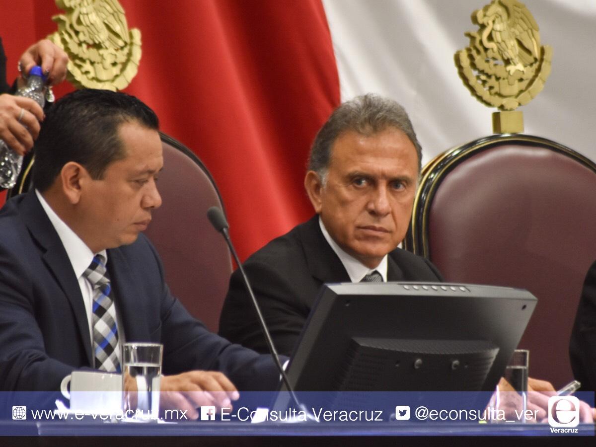 En comparecencia, critican a Yunes por desatención a desaparecidos, y este defiende a Fiscal