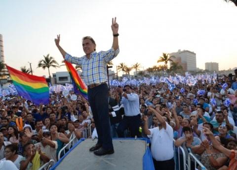 Partidos portan bandera gay, pero sólo por votos