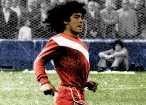 Maradona a 41 años de su debut profesional